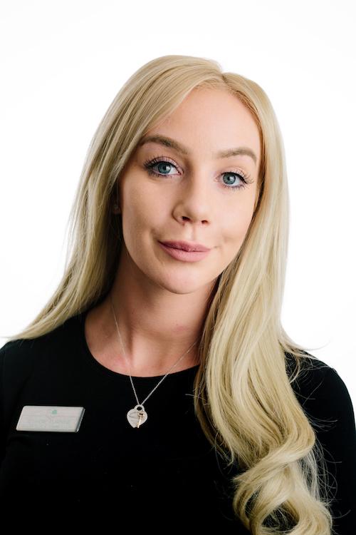 Chloe – Receptionist